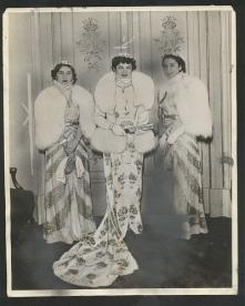 princess-fawzia-queen-farida-and-princess-faiza-in-the-royal-opera-house-in-1939.jpg