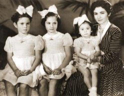 queen-farida-and-daughters.jpg