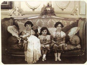 royal-egyptian-princesses-princesses-fawziafaiza-faika-and-baby-fatahia.jpg